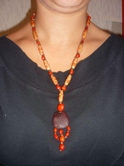 http://courgettolivre.cowblog.fr/images/bijoux/colliers/P1060568.jpg