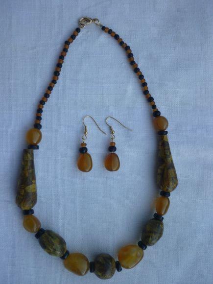 http://courgettolivre.cowblog.fr/images/bijoux/colliers/P1060696.jpg