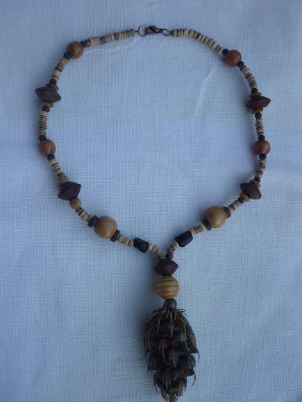 http://courgettolivre.cowblog.fr/images/bijoux/colliers/P1060698.jpg