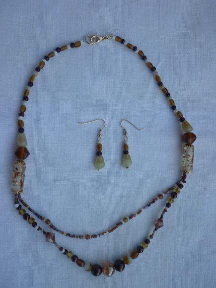 http://courgettolivre.cowblog.fr/images/bijoux/colliers/P1060703.jpg