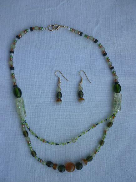 http://courgettolivre.cowblog.fr/images/bijoux/colliers/P1060704.jpg
