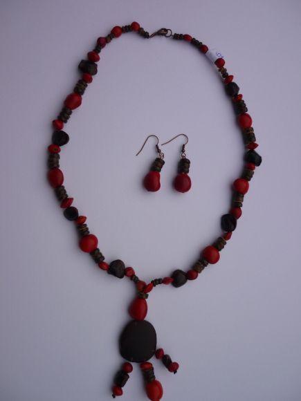 http://courgettolivre.cowblog.fr/images/bijoux/colliers/P1070292.jpg