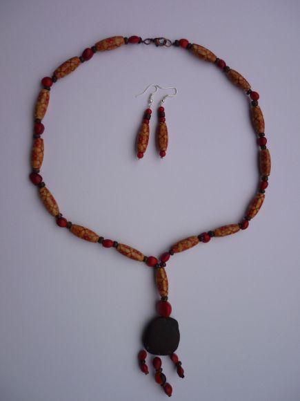 http://courgettolivre.cowblog.fr/images/bijoux/colliers/P1070299.jpg