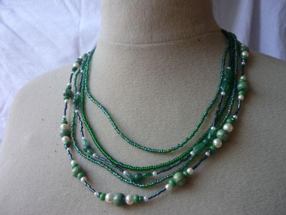 http://courgettolivre.cowblog.fr/images/bijoux/colliers/nantiat/P1030347.jpg