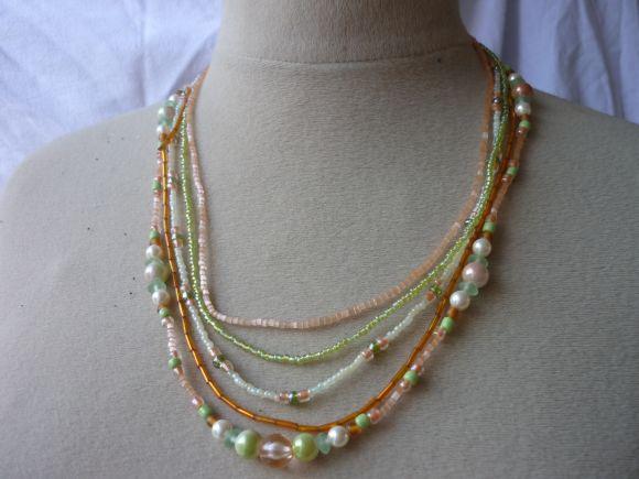http://courgettolivre.cowblog.fr/images/bijoux/colliers/nantiat/P1030348.jpg