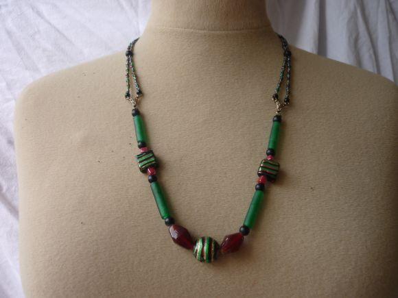 http://courgettolivre.cowblog.fr/images/bijoux/colliers/nantiat/P1030380.jpg