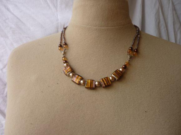 http://courgettolivre.cowblog.fr/images/bijoux/colliers/nantiat/P1030381.jpg