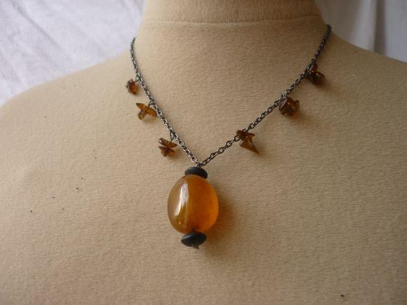 http://courgettolivre.cowblog.fr/images/bijoux/colliers/nantiat/P1030386.jpg