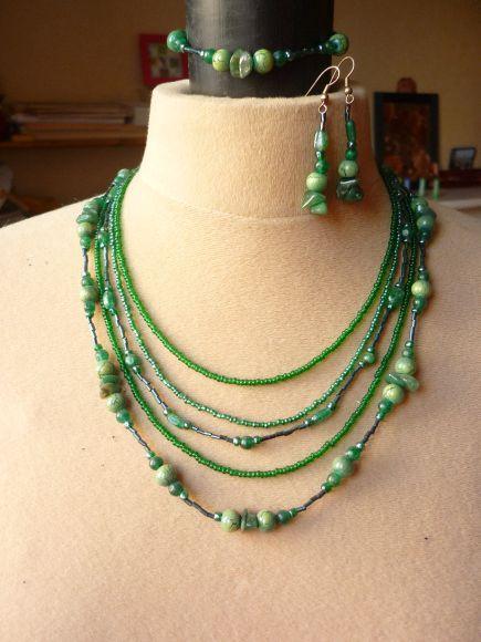 http://courgettolivre.cowblog.fr/images/bijoux/colliers/nantiat/P1030574.jpg
